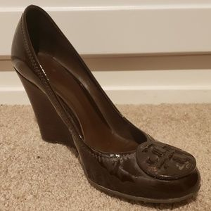 Tory Burch Sophie Brown Patent Leather Wedges 6.5